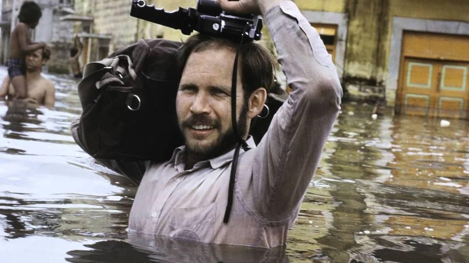 steve-mccurry-covering-floods